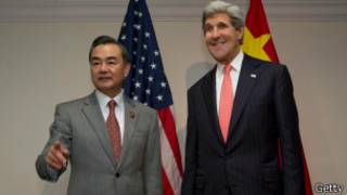 Bộ trưởng John Kerry và Vương Nghị tại Brunei hôm 1/7