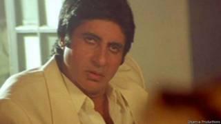 अमिताभ बच्चन की 1990 में रिलीज़ हुई 'अग्निपथ' का रीमेक 2012 में रिलीज़ हुआ.