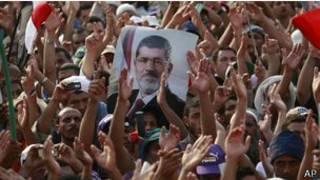 seguidores de Mohamed Morsi protestan en El Carino, Egipto