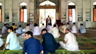 पाकिस्तान में कट्टरवादी धर्मगुरु  परिवार नियोजन को इस्लाम के विरूद्ध मानते हैं.