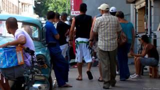 Entrada a una tienda en Cuba. (Foto: Raquel Pérez)