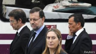 Mariano Rajoy visitando la escena del accidente