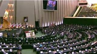 Parlameto do Irã durante posse de Hassan Rouhani | Foto: AP