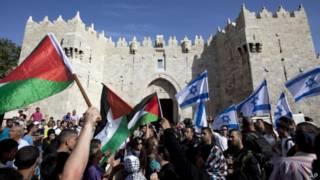 Демонстрация палестинцев у Дамасских ворот в Иерусалиме