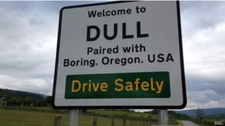 Placa em Dull celebra união com Boring (BBC)