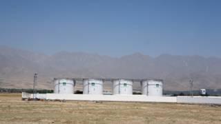 مخازن نفط تابعة لشركة النفط الوطنية الأفغانية