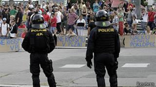 Policía en manifestación antigitanos en República Checa