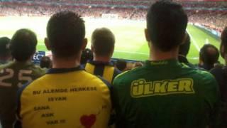 Arsenal stadındaki Fenerbahçe taraftarları