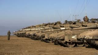 Exército israelense posicionado na região de Golã, perto da fronteira com a Síria | Foto: AFP