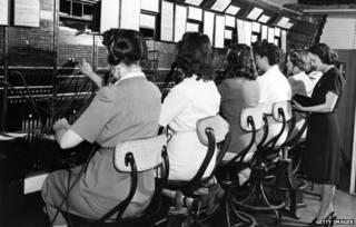 Mujeres en la central telefónica