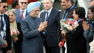 Manmohan Singh chega em São Petersburgo. Foto: AP