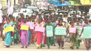 झारखंड में महिलाओं के विरुद्ध हिंसा का विरोध करते प्रदर्शनकारी