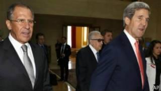 El secretario de Estado norteamericano, John Kerry, y su homólogo ruso, Sergei Lavrov