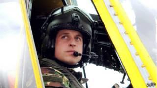 Príncipe William, em sua função de piloto (AFP)