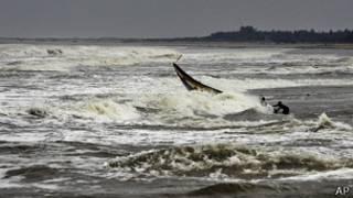 On craint que la bande côtière ne soit submergée par trois mètres d'eau.