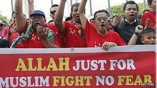 Grupos muçulmanos apoiando decisão da Justiça. Foto: Reuters
