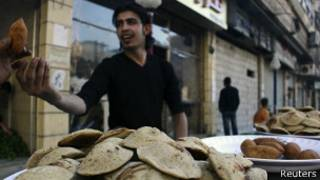 selling bread in syria