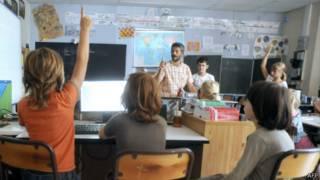 Professor em sala de aula em foto de arquivo da France Presse