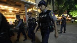 ရန်ကုန်မြို့ဗုံးကွဲမှုအတွင်း လုံခြုံရေးစစ်ဆေးစဉ်