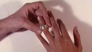 戴结婚戒指