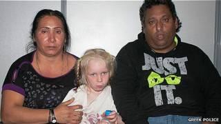 Maria, la niña rubia hallada en un campamento gitano en Grecia
