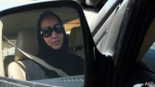 Mujer conduciendo en Arabia Saudita