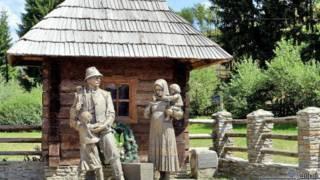 Памятник трудовым мигрантам на Закарпатье