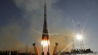 Cohete con la antorcha olímpica a bordo