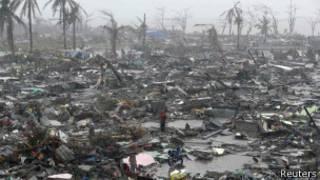 Paso del tifón en Filipinas