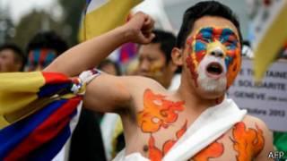 متظاهر من التبت