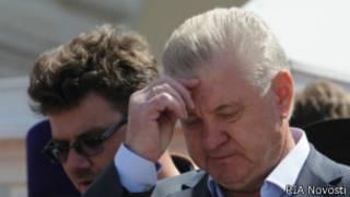 Мэр Астрахани Михаил Столяров во время крестного хода 15 апреля 2012 года
