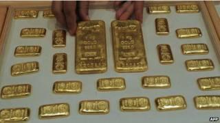 Vàng thanh tìm thấy trên máy bay ở Ấn Độ