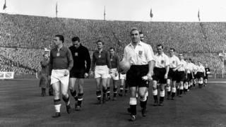 Equipos de Hungría e Inglaterra, hace 50 años.