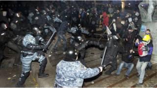 30 ноября Беркут жестоко разогнал и избил протестующих на Майдане Незалежности