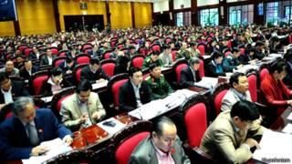 Các đại biểu Quốc hội trong phiên họp thông qua Hiến pháp
