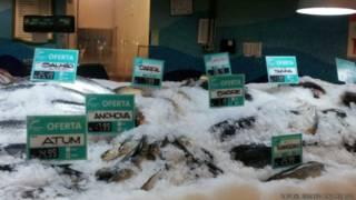 Peixe à venda em supermercado (crédito: Rafael Gomez/BBC Brasil)