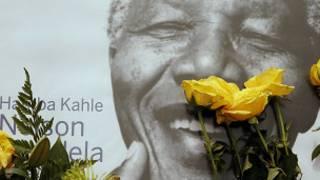 برلمان جنوب إفريقيا ينعي وفاة نيلسون مانديلا