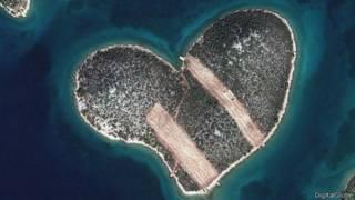 Острів у формі серця