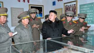 Ким Чен Ын в окружении высших офицеров