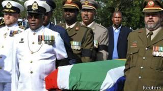 Гроб с телом Манделы прибывает в Куну