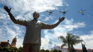 Статуя Нельсона Манделы в Претории