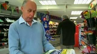 Martin Dove em loja. Foto: BBC/reprodução de vídeo