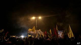 Palestinos esperando la liberación de presos