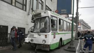 Автобус, врезавшийся в стену