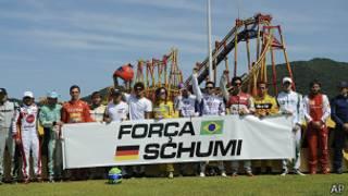 Болельщики поддерживают Шумахера