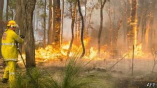 موجة من الحر الشديد تضرب المدن الاسترالية، وسط استعدادات لمواجهة الحرائق المحتملة في الغابات.