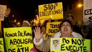 Протестующие возле тюрьмы в Техасе