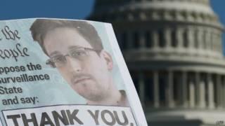 Плакат со Сноуденом