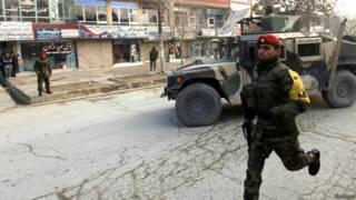 हमले के बाद घटनास्थल पर मौज़ूद सुरक्षा कर्मी