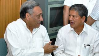 उत्तराखंड के मुख्यमंत्री विजय बहुगुणा और केंद्रीय मंत्री हरीश रावत